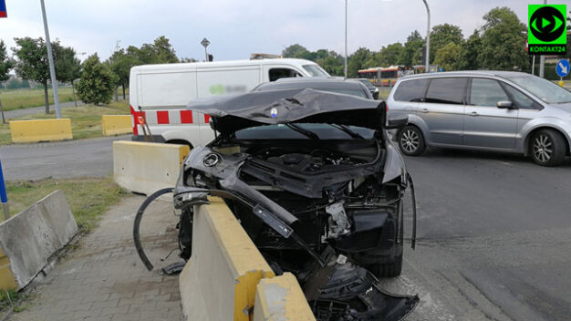 Maserati rozbite na betonowej barierze