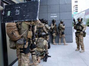Duża akcja służb. 115 policjantów i śmigłowiec w akcji, 16 zatrzymanych